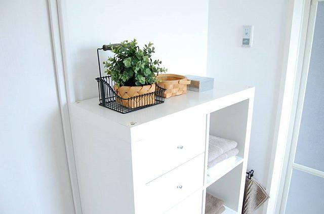 洗面所の色に合わせた収納家具選び