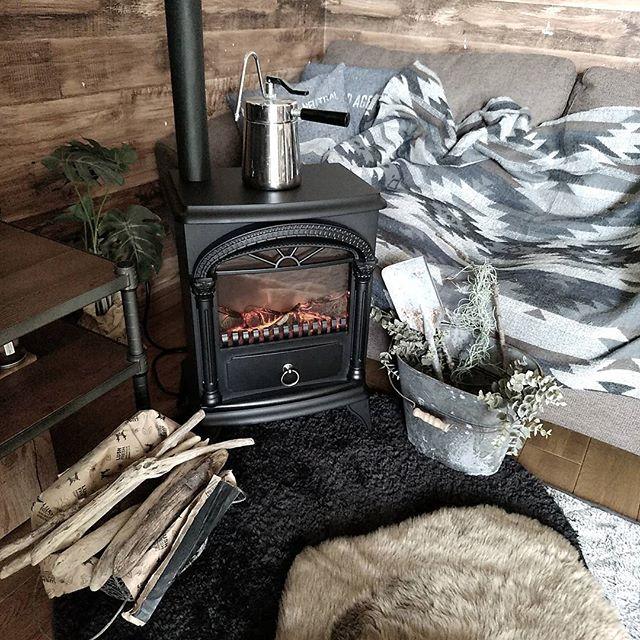 ニトリの暖炉型ファンヒーター【ブラック】