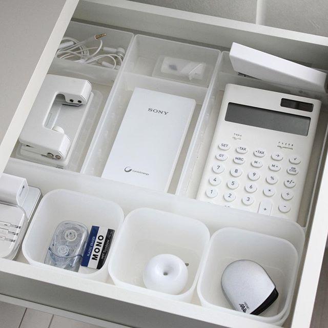 机のある部屋を整理整頓
