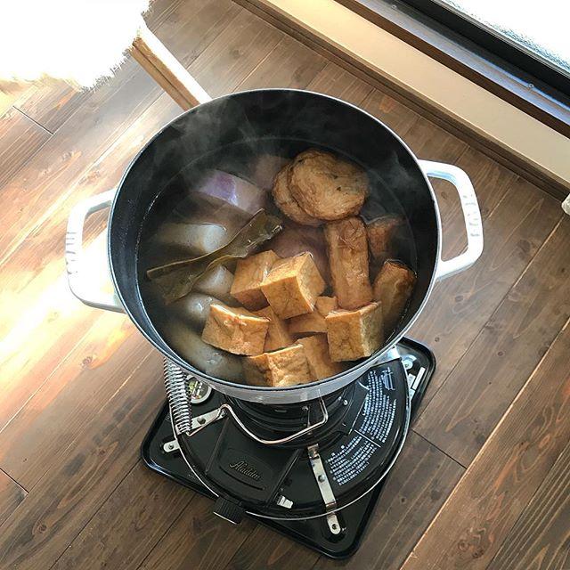 ストーブの上部で煮炊きも可能