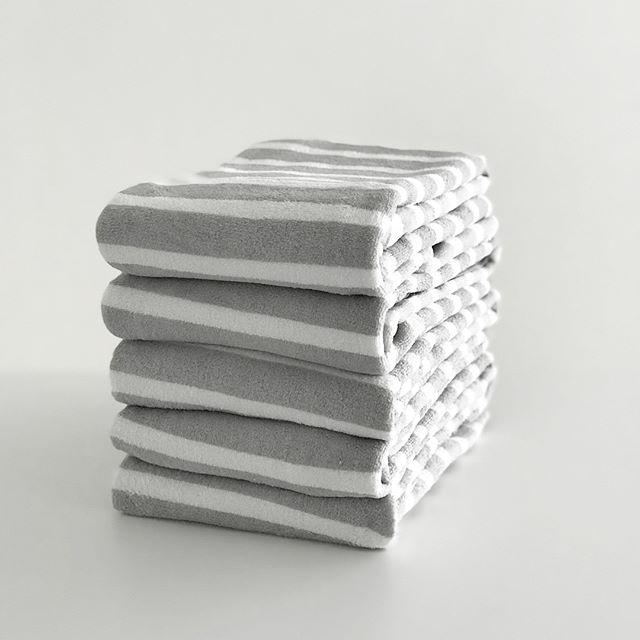 白×グレーのバスタオル