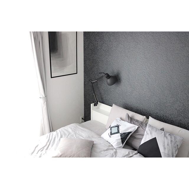 モノトーンを基調とした海外風ベッドルーム