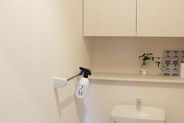 トイレにタオルハンガーをつけて収納