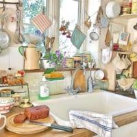 散らかったキッチンがおしゃれに!?物の多さを利用したキッチン特集