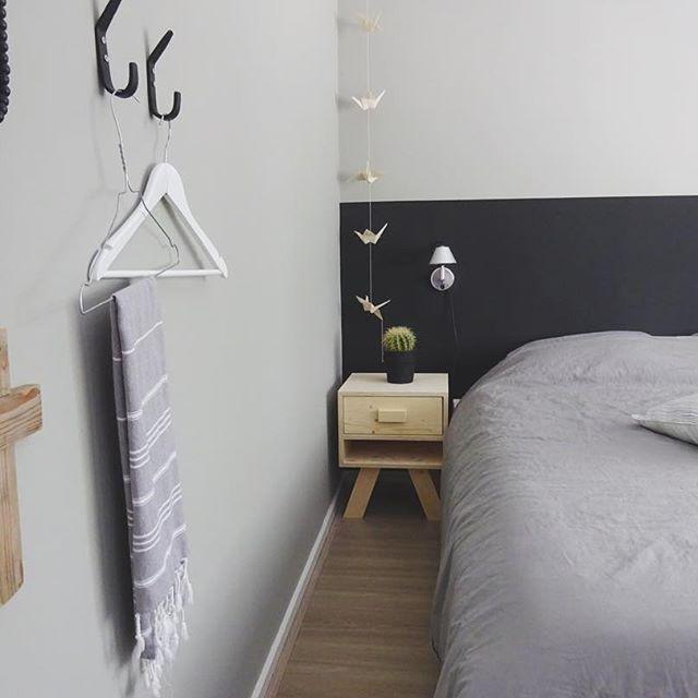 狭いベッドルームこそモノトーンですっきり3