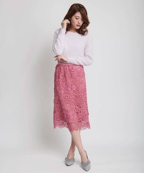 ピンクのタイトスカートを取り入れた大人コーデ