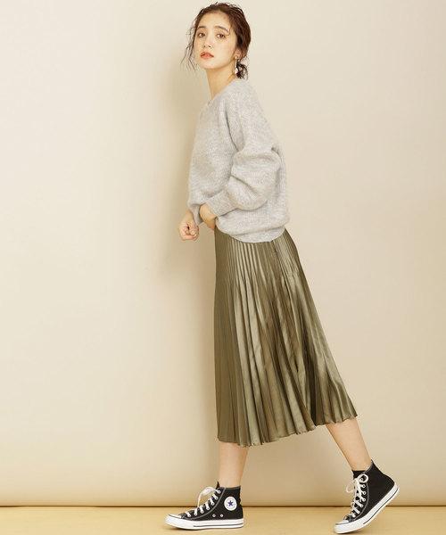 光沢感のあるサテン生地プリーツスカート