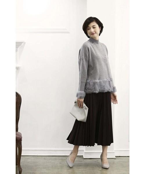 裾と袖ファーがエレガントなゆるりニットトップス
