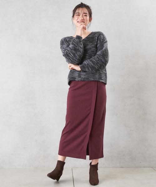 リブ素材のタイトスカート