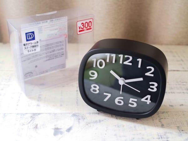 ダイソー「ライト付目覚まし時計 長方形」(300円商品)