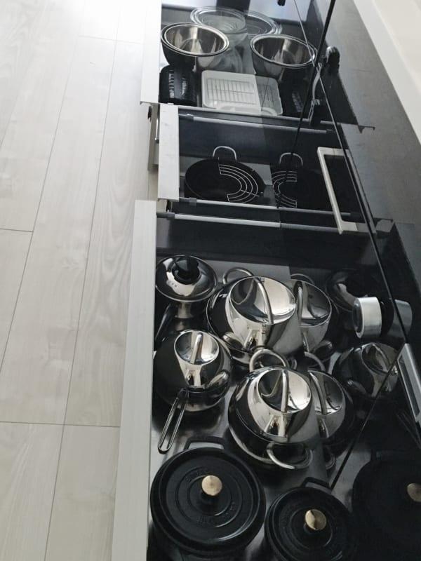 オススメのキッチン足元の浅型引き出し収納実例3