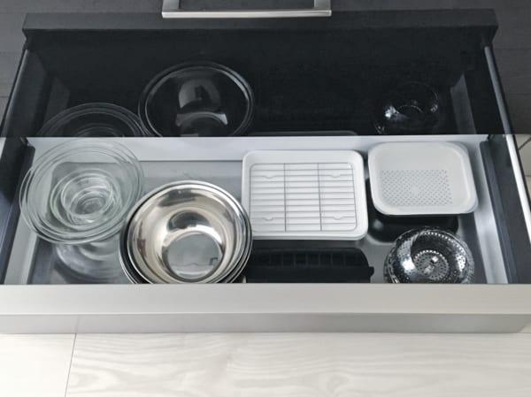 オススメのキッチン足元の浅型引き出し収納実例6