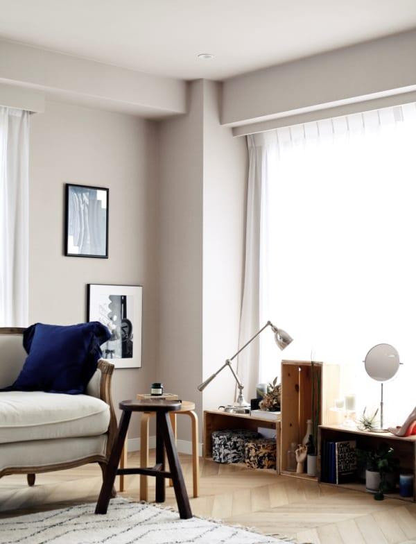 ヘリンボーン張りのワンルームと格子戸の寝室7