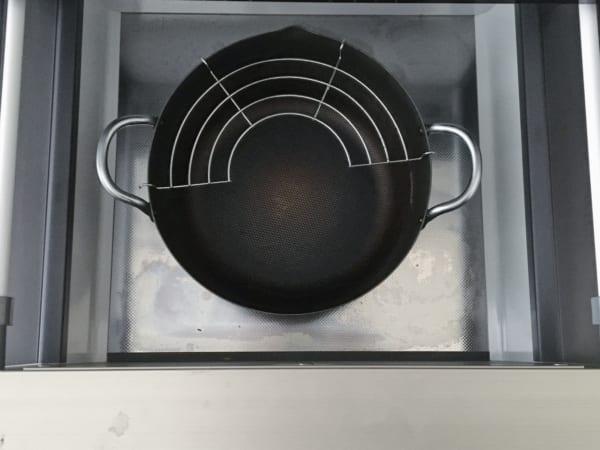 オススメのキッチン足元の浅型引き出し収納実例5