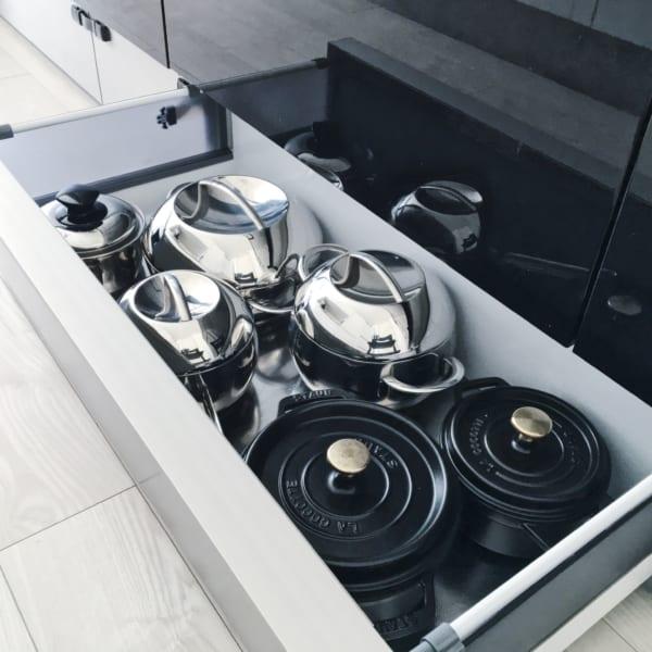 オススメのキッチン足元の浅型引き出し収納実例4