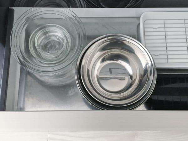 オススメのキッチン足元の浅型引き出し収納実例8