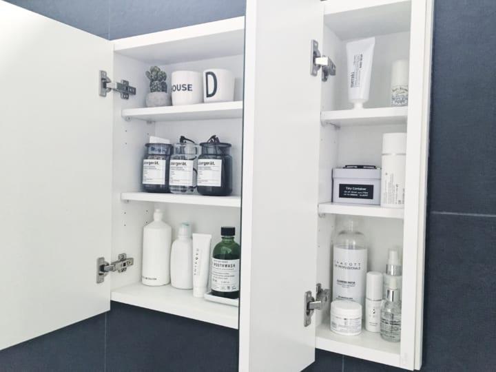 洗面所の壁面ミラー内収納