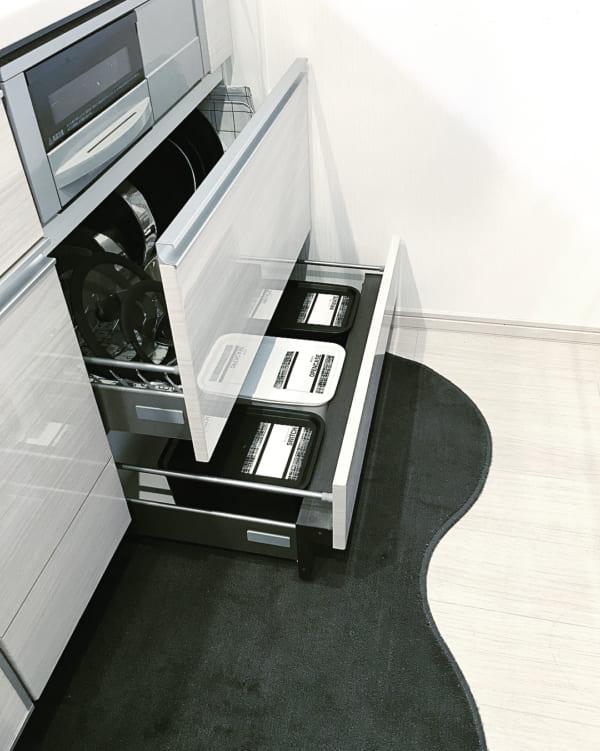 調理器具、食器の収納は引き出しに入れてスッキリと4