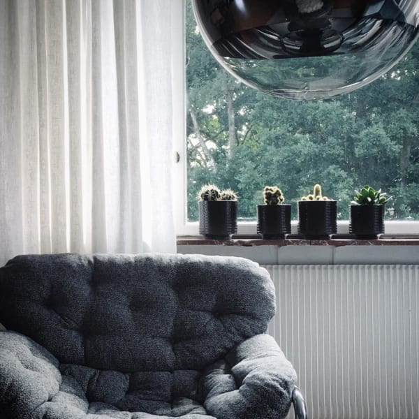 観葉植物を置いて出窓で育む3