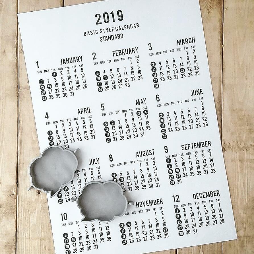 大きなカレンダーをポスターのように
