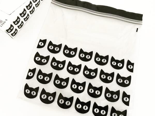 黒猫模様のジッパーバッグ