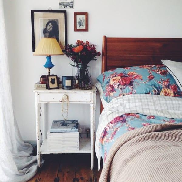 花柄も甘すぎず使った寝室