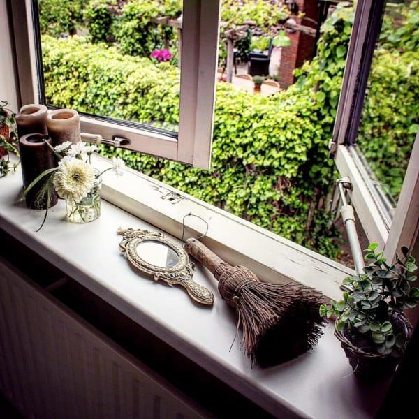 出窓に生活雑貨をレイアウト10
