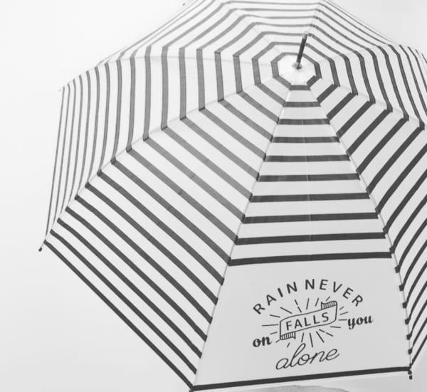 マツキヨのボーダー柄の傘で雨の日もおしゃれに