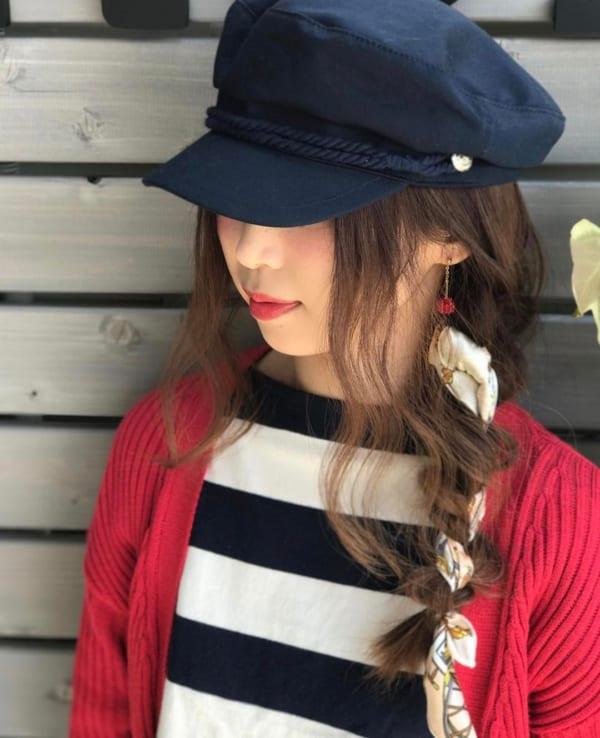 帽子をかぶるときのロングヘアアレンジ5