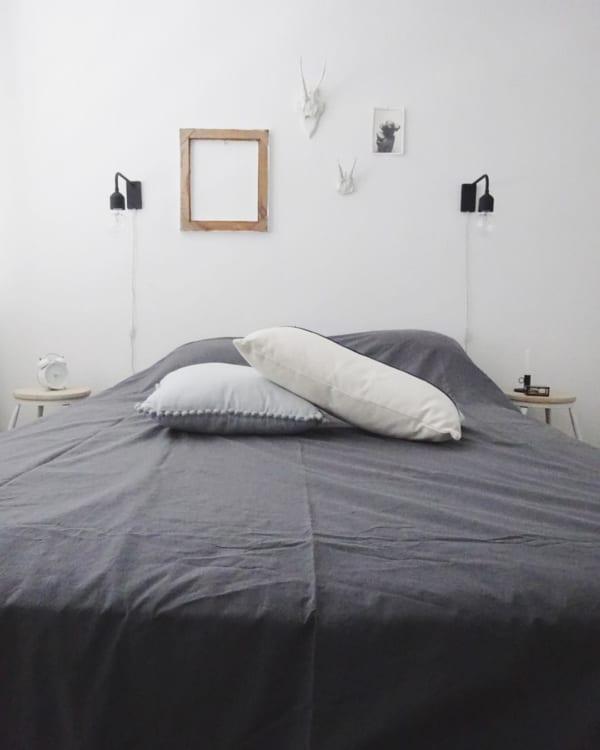 装飾を抑えた寝室