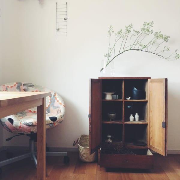 古道具と植物のある素敵な平屋暮らしのインテリア9