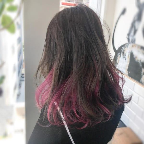 黒髪などのナチュラル系な髪色×インナーカラー24