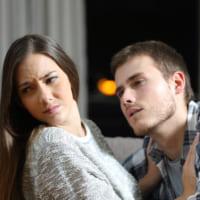 夫の束縛がウザい!妻の行動を把握したがる心理と対処法とは?