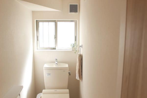 狭くて収納の少ないトイレ・・・