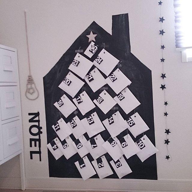 家の形の紙に貼って