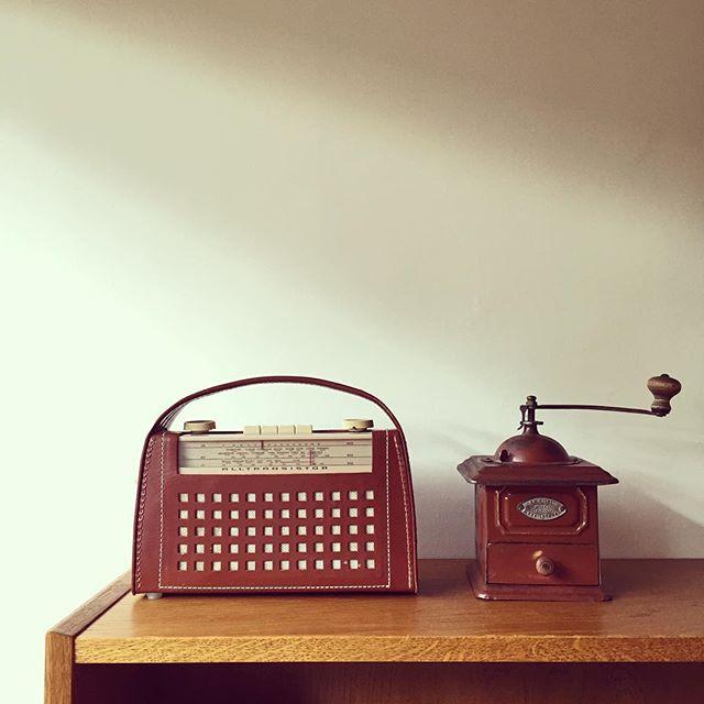 アンティークラジオをインテリアに