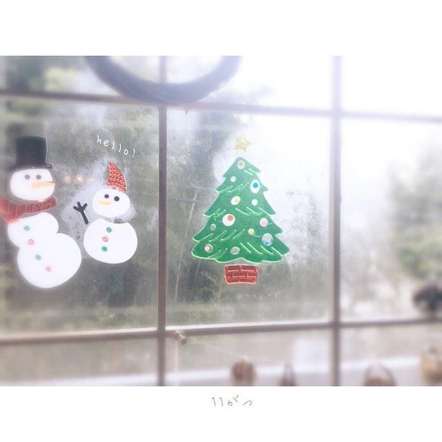 窓にジェルシールを貼って楽しむ