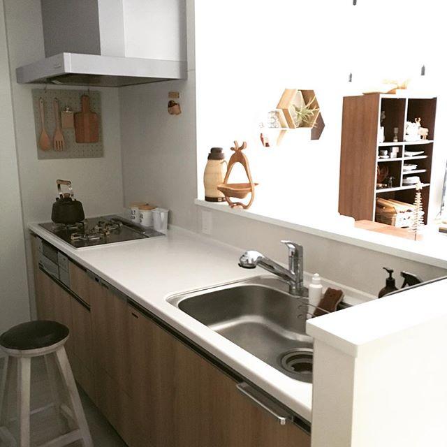 キッチンツールかけに最適な有孔ボード2