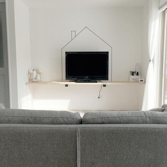 テレビを囲うように