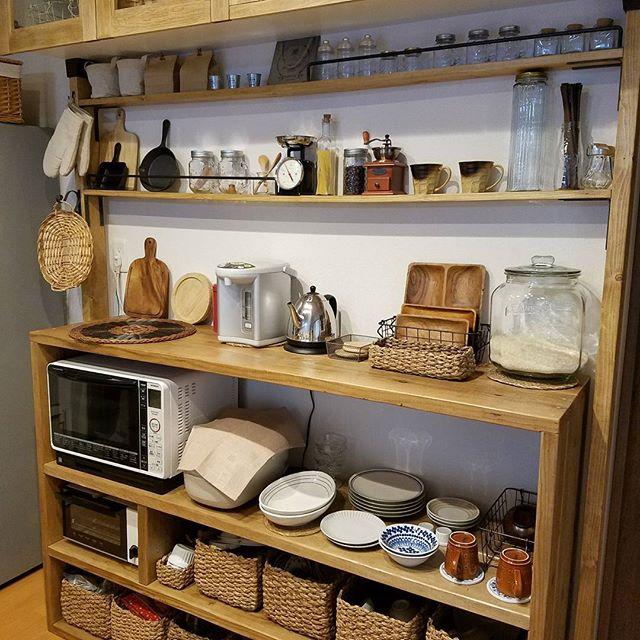 見せる収納を取り入れたおしゃれな食器棚8