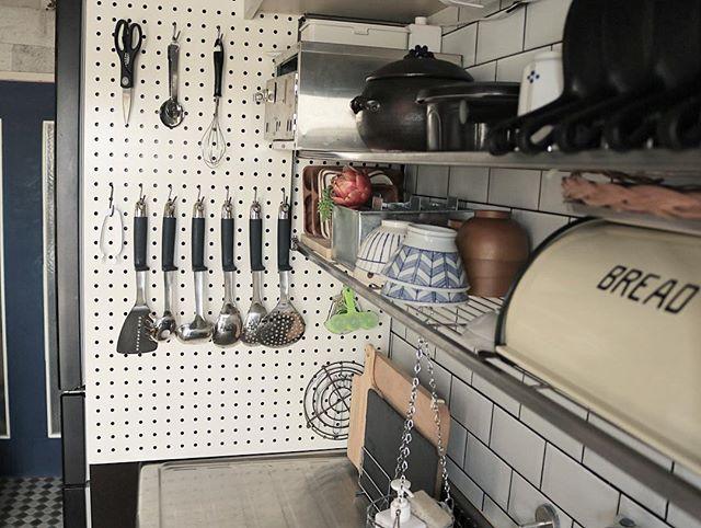 キッチンツールかけに最適な有孔ボード