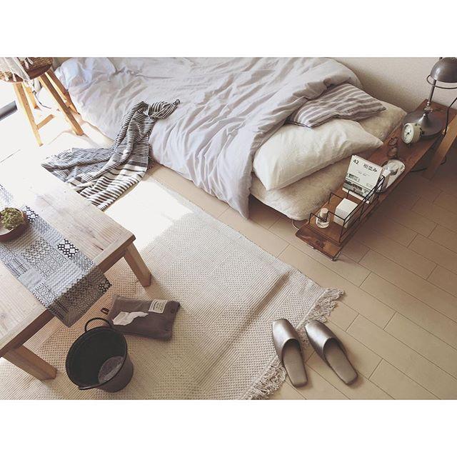 一人暮らしのベッド周りはコンパクトにまとめるのが◎2