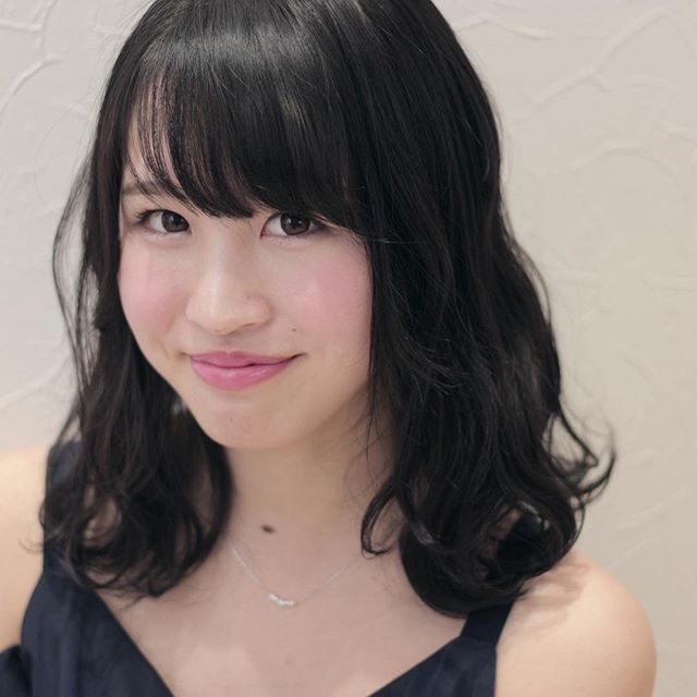 小顔効果の高い重めの前髪6