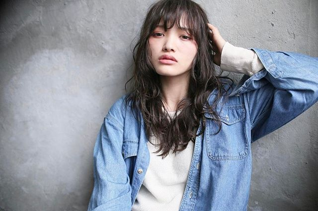 綺麗な質感の揺れ髪