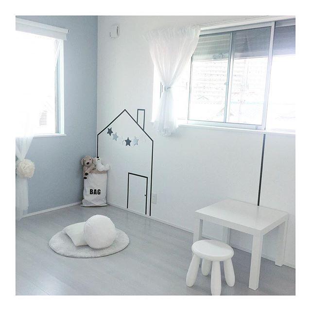 IKEAのテーブルと椅子