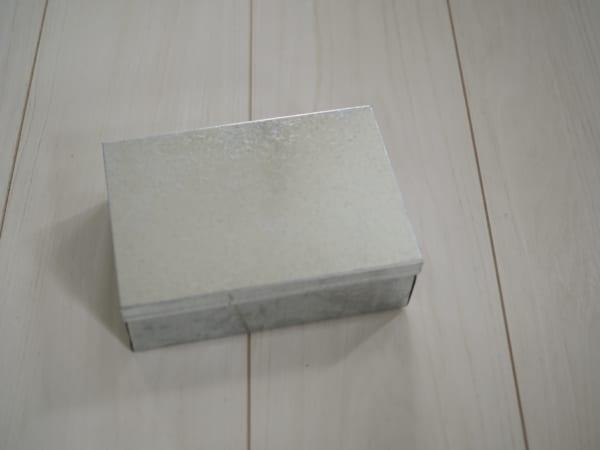 ブリキのボックス
