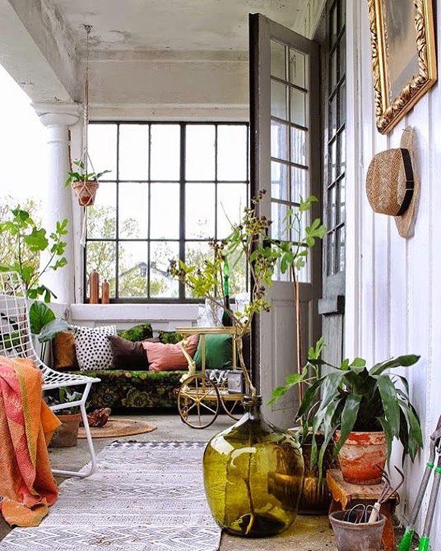 植物をお部屋の中に置いてリラックスな空間に2