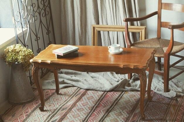おしゃれなテーブルを使ったコーディネート
