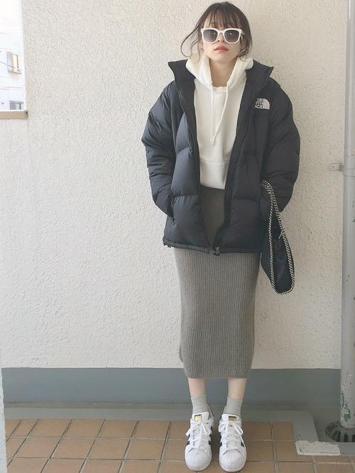 白スニーカー×スカート2