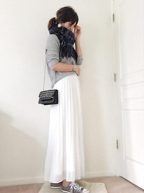 上品なシルエットのスカートは大人女子にもピッタリ3